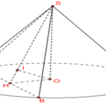 cho hình nón có chiều cao bằng 2a. thiết diện đi qua đỉnh của hình nón cách tâm đường tròn đáy của hình nón một khoảng bằng a là một tam giác đều. tính thể tích của khối nón giới hạn bởi hình nón đã cho. 6097a58d181c4.png